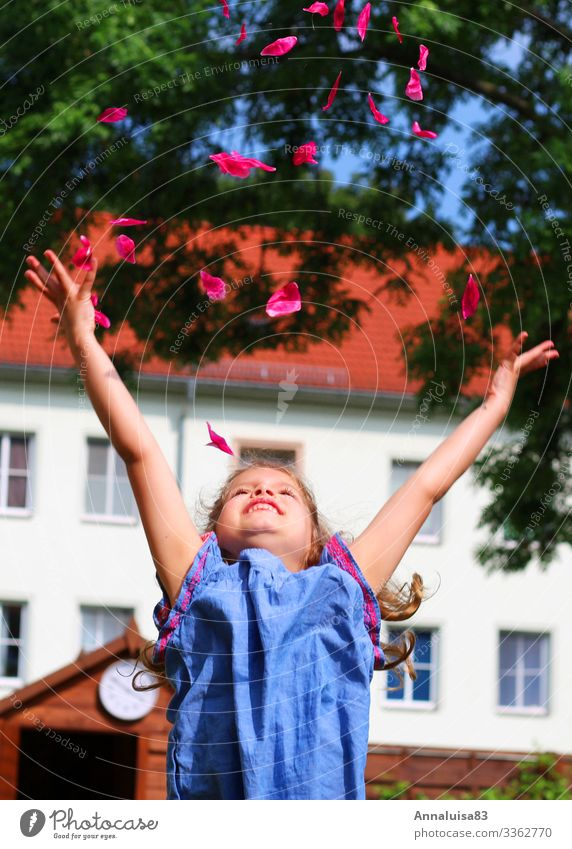 Let fly Human being Feminine Girl 1 3 - 8 years Child Infancy Nature Air Flower Blossom Dress Flying Smiling Laughter Throw Fantastic Healthy Pink Joy Happy