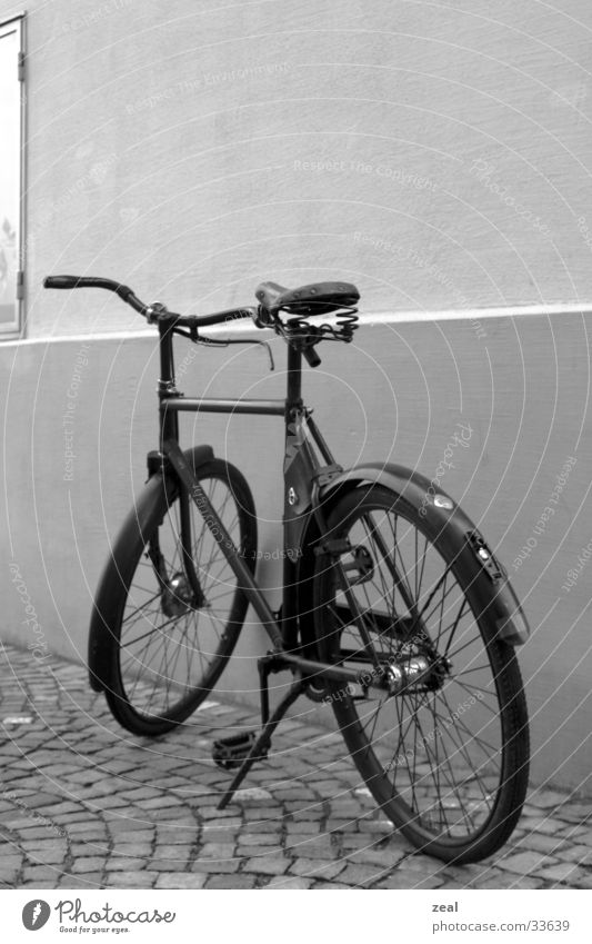Old Bicycle Leisure and hobbies Army Timeless