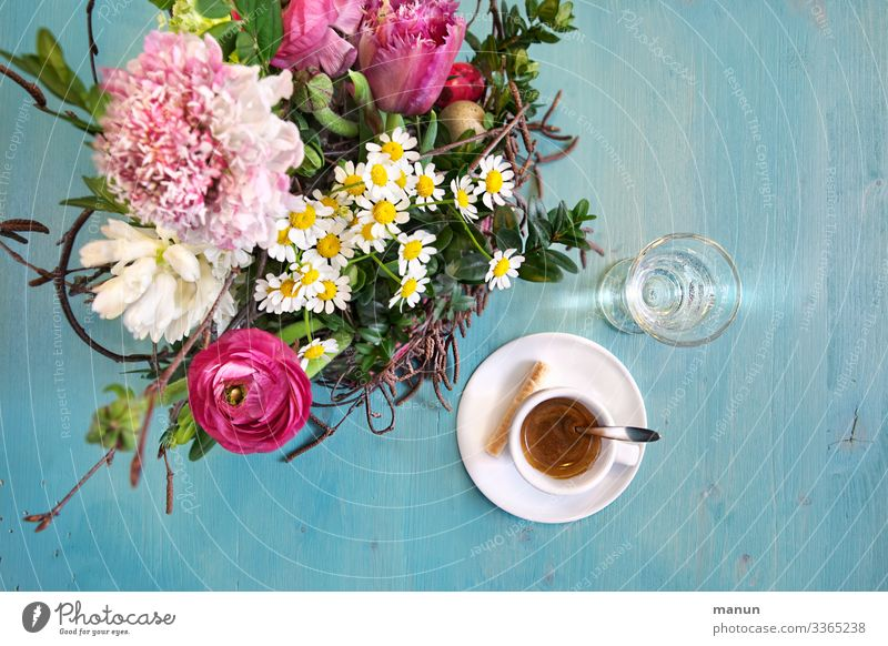 coffee with flowers Candy To have a coffee Drinking water Coffee Espresso Lifestyle Joy Well-being Relaxation Living or residing Decoration Table Flower Bouquet