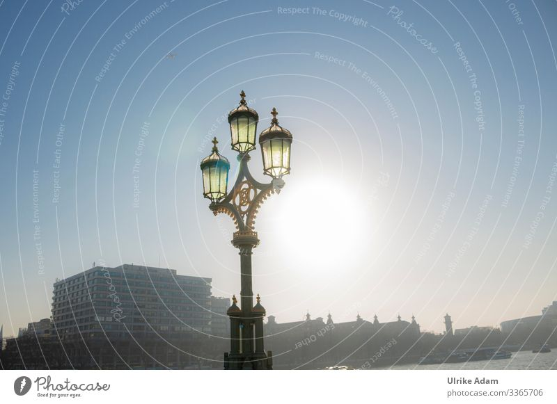 Lamp on Westminster Bridge - London Vacation & Travel Tourism Sightseeing City trip Wallpaper Beautiful weather River Themse Themse bridges Westminster Abbey