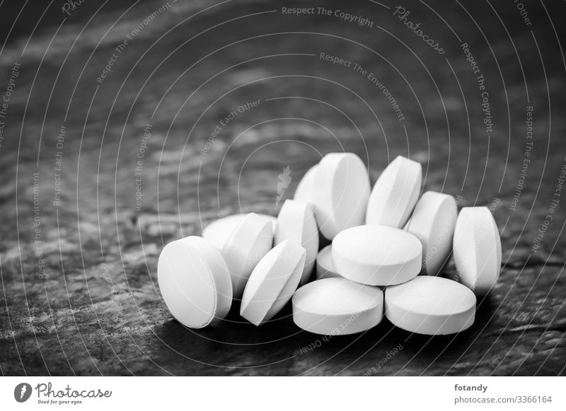 Accumulation of tablets on slate Healthy Intoxicant Medication Health care Round Gray Black White Background picture Pill group Hard capsule Pressed Dosage form