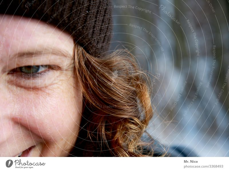 eye contact Feminine Woman Adults Face Eyes 1 Human being cap Long-haired Curl Observe Laughter Illuminate Authentic already natural Joy luck Happiness