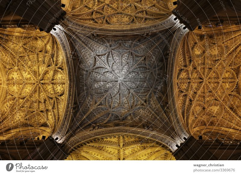 Catedral de Sevilla Vacation & Travel Tourism Sightseeing Church Dome Manmade structures Building Architecture Tourist Attraction Landmark Belief