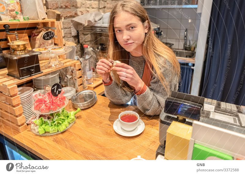 tea break Feminine Young woman Youth (Young adults) 1 Human being 18 - 30 years Adults Eating Beautiful Natural Moody Contentment To enjoy barista Break Café