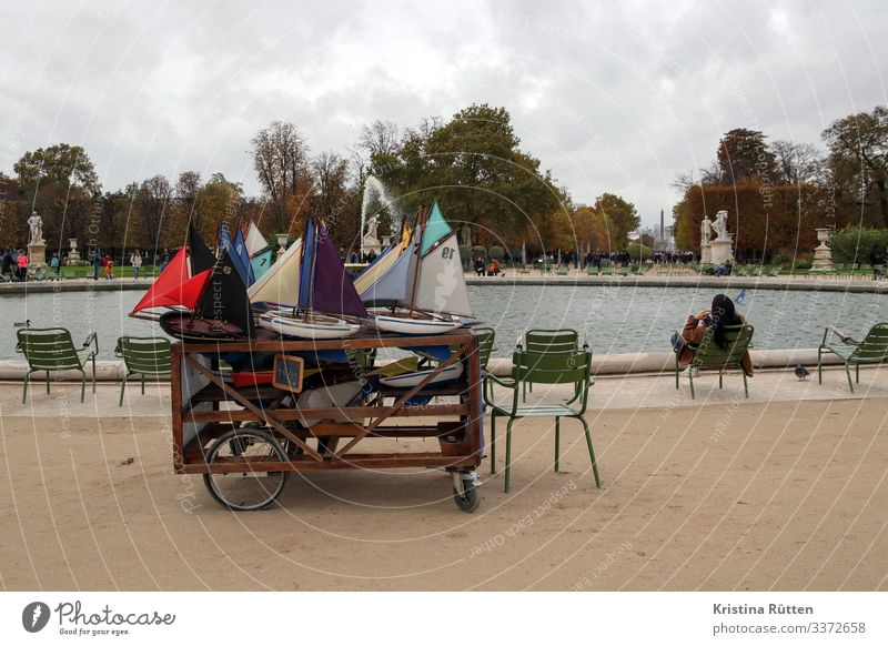 boat rental Leisure and hobbies Playing Bad weather Capital city Park Watercraft bread rolls Toys tuileries garden Jardin des Tuileries Water basin Well