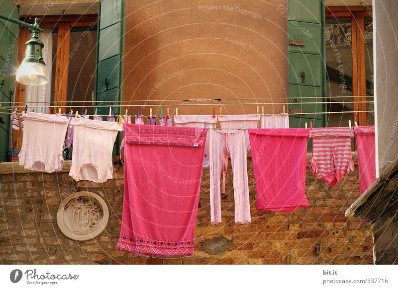 pink coloured underwear Vacation & Travel Tourism Trip Sightseeing City trip Living or residing House (Residential Structure) Architecture Wall (barrier)