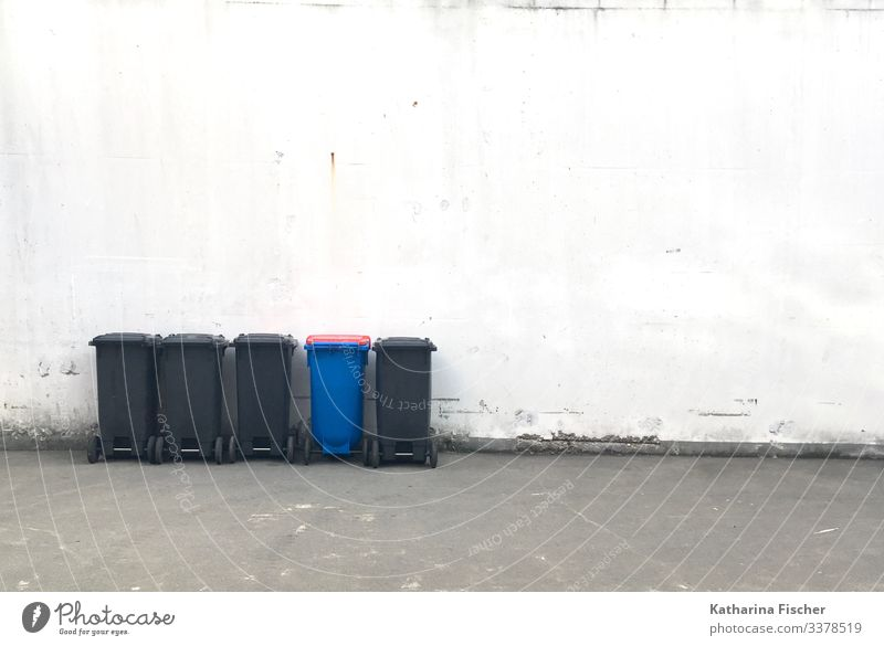Other Wall (barrier) Wall (building) Stand Blue Gray Black White Trash Keg Trash container Recycling Recycling container Exceptional Row Environment