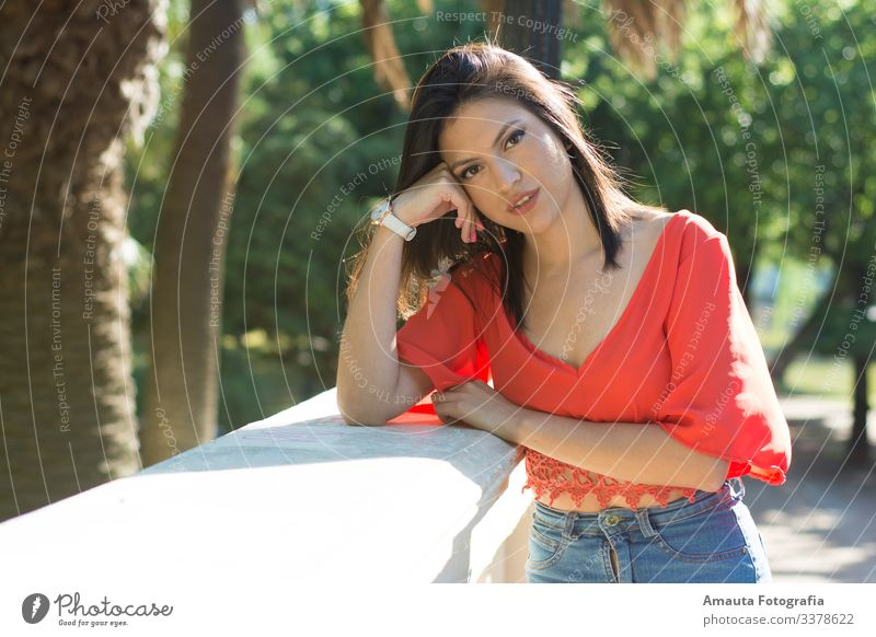 Woman looking at camara outdoor Human being Feminine Young woman Youth (Young adults) Adults Body 1 18 - 30 years Emotions Moody Joy Happy Happiness Enthusiasm
