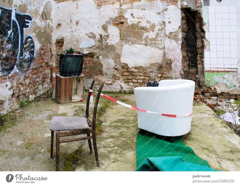 Bäh! | Focusing screen Trash Tv lost place Hiding place Chair armchair Abort Furniture Loneliness Living or residing Interior design Graffiti streetart