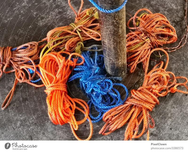 Seile am Pier Schifffahrt Nahaufnahme Hafen Hand Navigation pier Orange Ocean Coast Blue