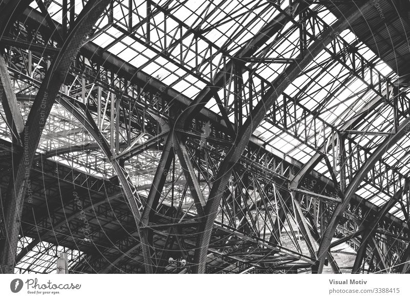 Detail of a cast iron structure of the 19th century black and white b&w metal metallic structure architecture architectural architectonic tough solid strong