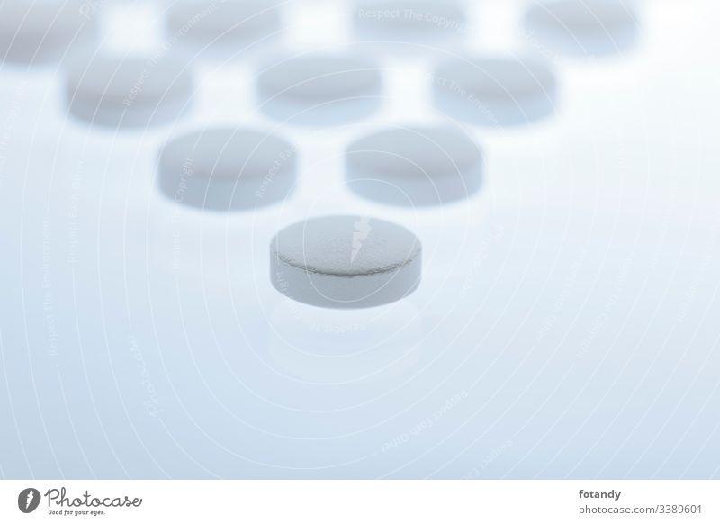 Triangular tablet arrangement Hintergrund Tabletten Gruppe Hartkapsel gepresst Darreichungsform Dreieck Stillleben Vitamine Formation heilen Objekt Medikament