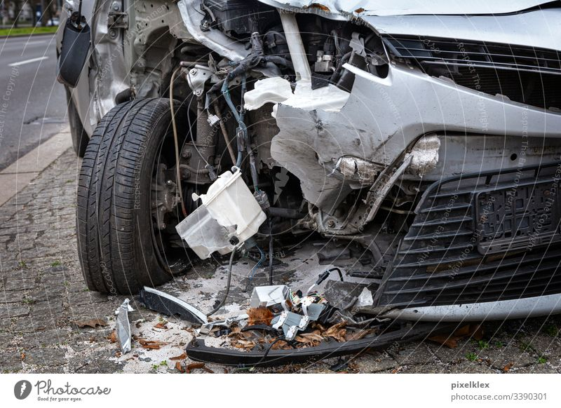 total loss Car involved in an accident car Accident Damage Tin Bodywork damage Insurance insurance claim Law Traffic accident misfortune Collision Carom crash
