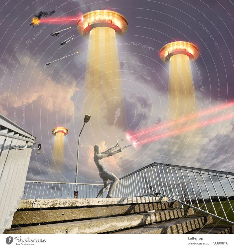 photochallenge | the yellow danger space spaceship UFO aliens and son nonsense Hammer sickle hammer and sickle silver surfer invasion War Jet fighter Force