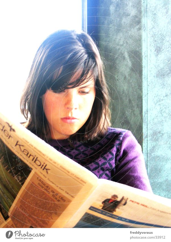 lenemaus Newspaper Reading Café Woman Sun Face 18-20 years