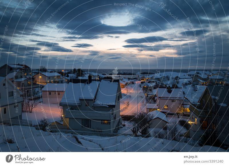 Evening atmosphere in Reine on the Lofoten Lofotes Norway Scandinavia Ocean North Sea Arctic Ocean Horizon Fishing village Village Town Light and shadow