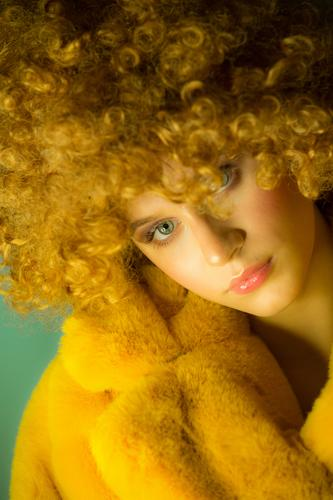 young woman with blond curls and yellow fake fur coat Make-up Makeup artist fashion stylisch streetart streetstyle Hip & trendy flur Flur coat beauty glamour