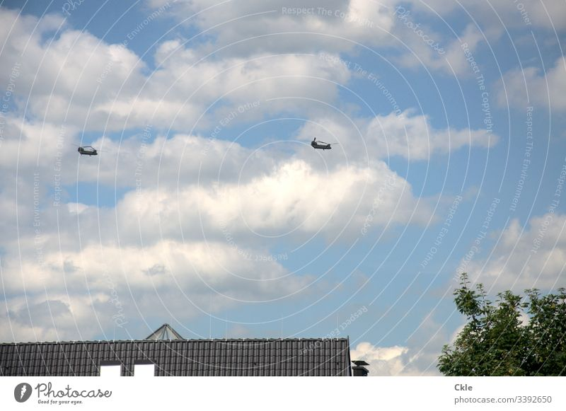 Helicopters fly US President Trump over residential area of Hamburg to the G20 summit US president head of state roofs Residential buildings 2017 policy Noise