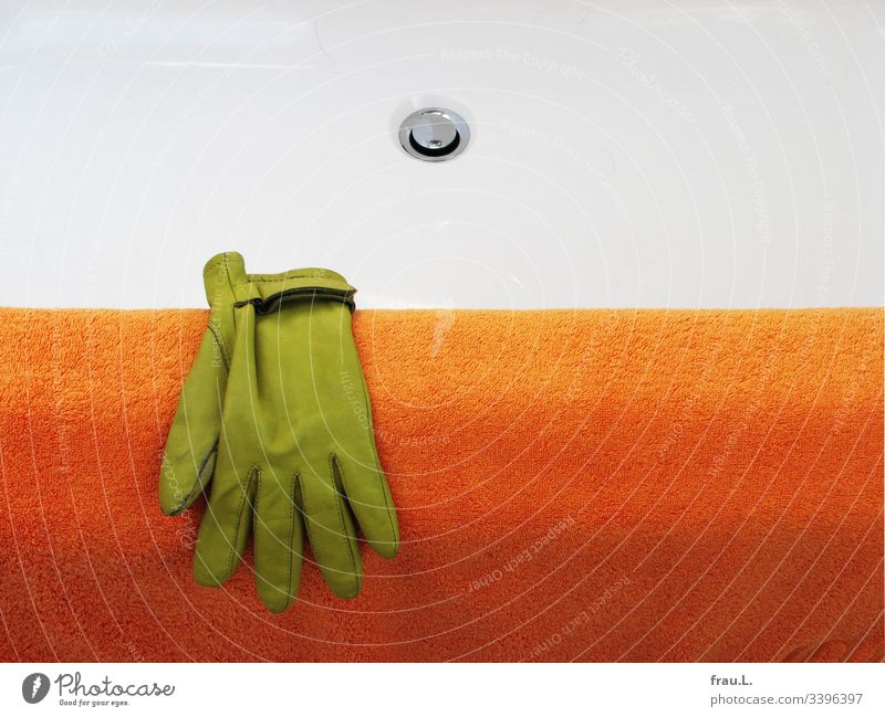 He didn't remember how the green glove had got on the edge of the bathtub, but he felt quite comfortable on the cuddly bath towel now. Orange Bathtub Dry Clean