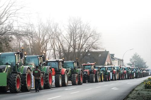 Convoy of tractors to the demo Tractors Agricultural Demo Demonstration Agriculture Protest of the farmers Rally Deep depth of field Street agricultural policy