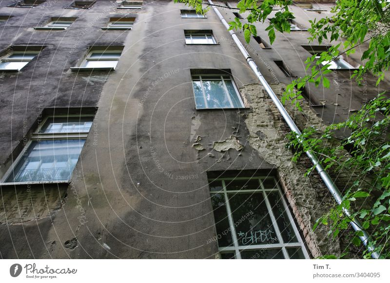 backyard Berlin Prenzlauer Berg Town Capital city Downtown Old town Exterior shot Deserted Day Colour photo House (Residential Structure) Old building Window