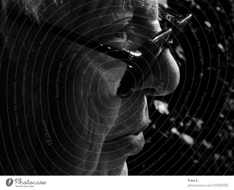 Overlooking the glasses, he had already lived a long life, the old man summed up. Man Human being Face Portrait photograph Masculine Black & white photo Head