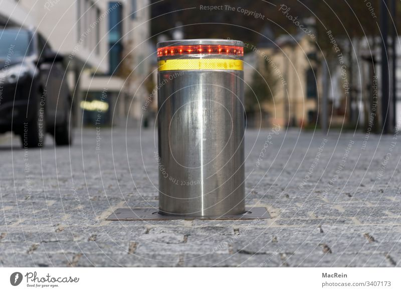Poller absperrung automatisch autos barriere begrenzt begrenzung beleuchtet beweglich boden electric geschlossen hindernis hydraulisch mechanisch metall