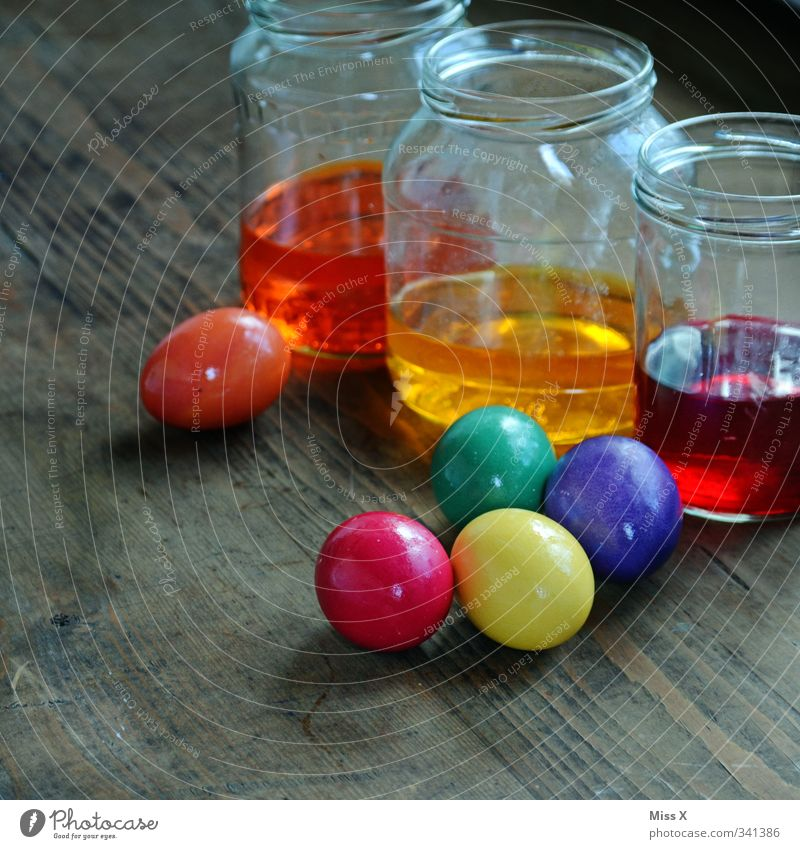 Colour Dye Food Leisure and hobbies Glass Nutrition Cooking & Baking Easter Delicious Breakfast Egg Tradition Wooden table Easter egg Play of colours Dyeing