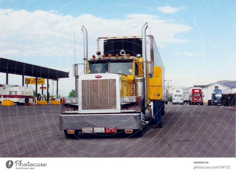 Yellow Transport USA Truck Tractor Petrol station Followers Driver Long-haul truck driver