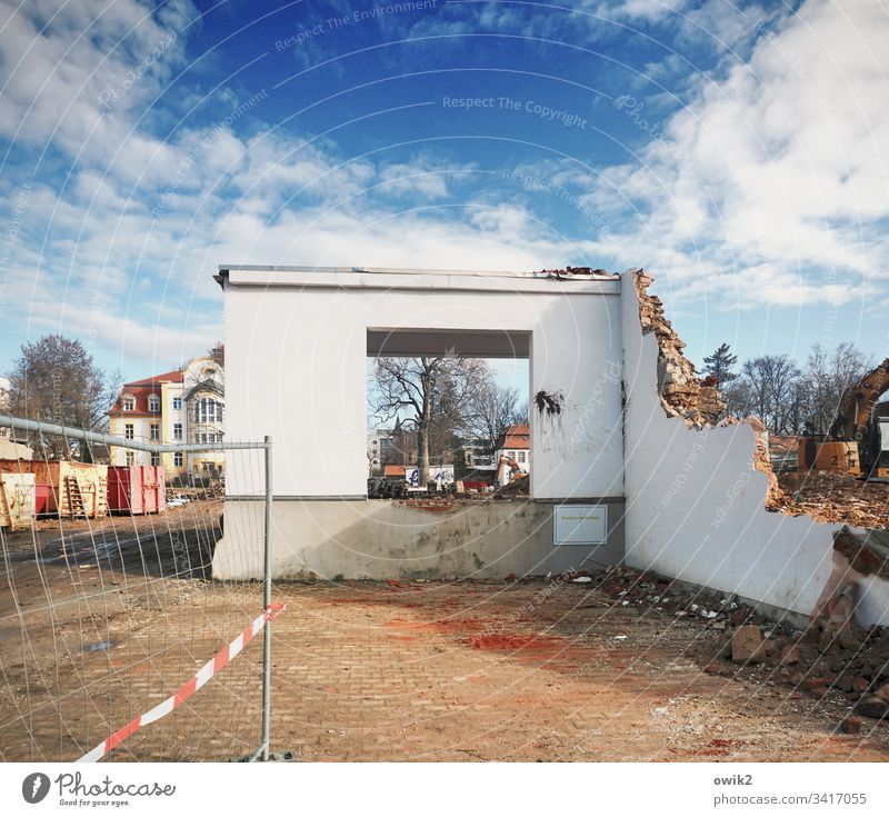 Room with a view outline Demolition house Construction site cordon Wall (building) Wall (barrier) Window Hollow quadrangular Sharp-edged Ruin Sky Clouds rubbish