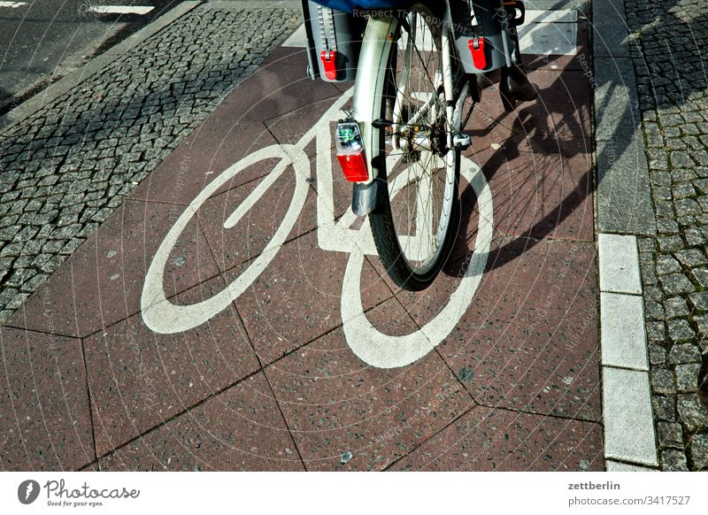 Bicycle at the traffic lights Asphalt Corner Lane markings Cycle path downtown Line Wheel cyclists bike tour cycle path Street off Road marking waypoint Sign
