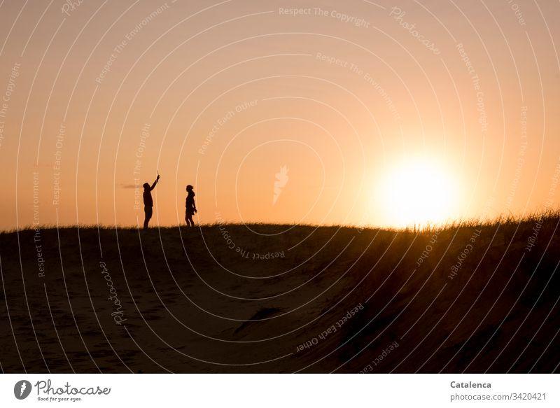 Wen die Muse küssen   recites romantic prose at sunset for his beloved Couple Silhouette Horizon Sky 2 persons Sun Sunbeam Twilight Evening Dusk Grass Meadow