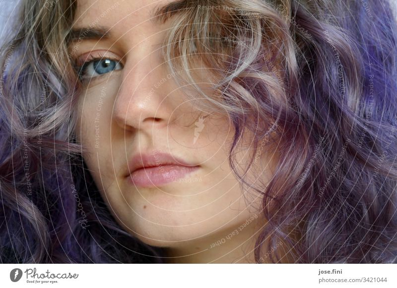 Girl with purple hair Young woman Youth (Young adults) Feminine Lifestyle Portrait photograph University & College student Authentic Day Natural Calm Curiosity