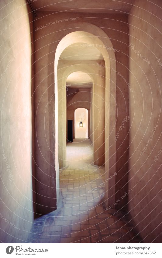 Wall (building) Architecture Building Wall (barrier) Facade Room Spain Manmade structures Tile Old town Hallway Symmetry Archway Corridor Shadow play