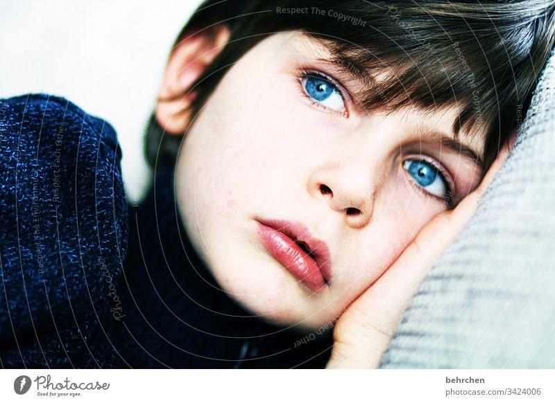 daydreamers Portrait photograph Contrast Light Day Detail Close-up Interior shot Colour photo Earnest Intensive Meditative Longing Pain Concern Blue 3 - 8 years