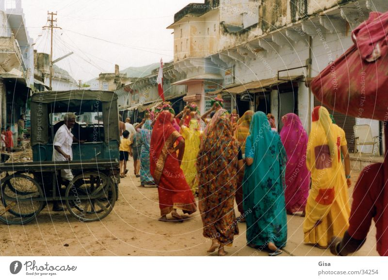 Indian women 2 Woman Sari Moving (to change residence) Street Colour Sand