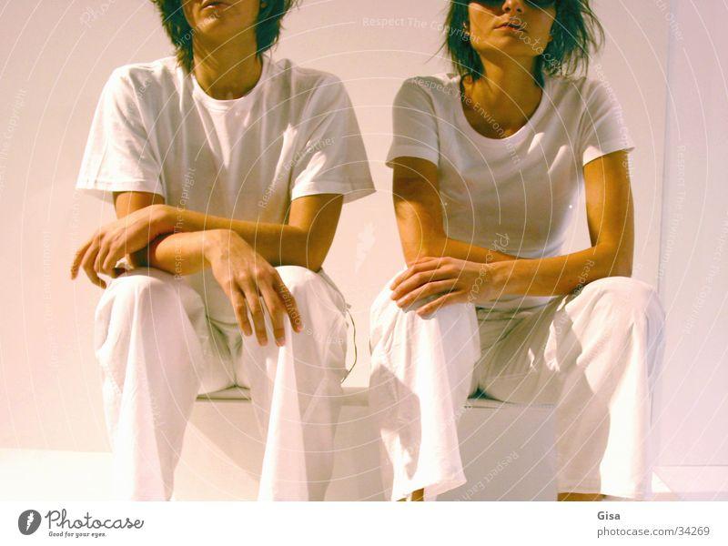 White Sisters 2 Friendship Woman Eyeglasses Posture model To talk Sit Wait