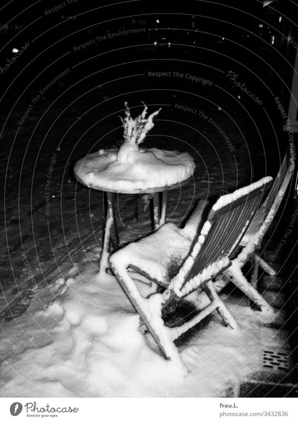 In case of snowfall Café only in the jug. Bistro chairs Winter Snow Sidewalk café Town Bistro table Street Gastronomy Empty Wood Exterior shot Deserted