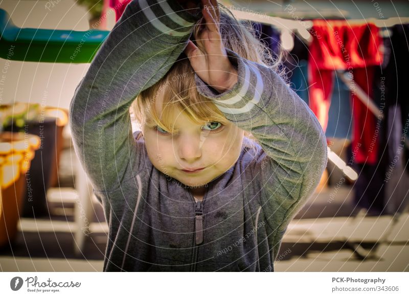 On the terrace Feminine Child Toddler Girl 1 - 3 years 3 - 8 years Infancy Emotions Virtuous Cool (slang) Curiosity Adventure Blonde Clothesline Meditative