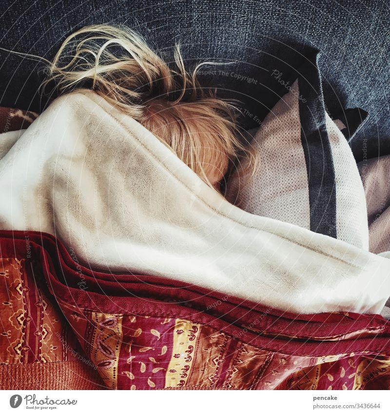 einfach mal abtauchen Kind Haare blond schlafen Kissen Decke Zudecke zugedeckt Ruhe Mittagsschlaf