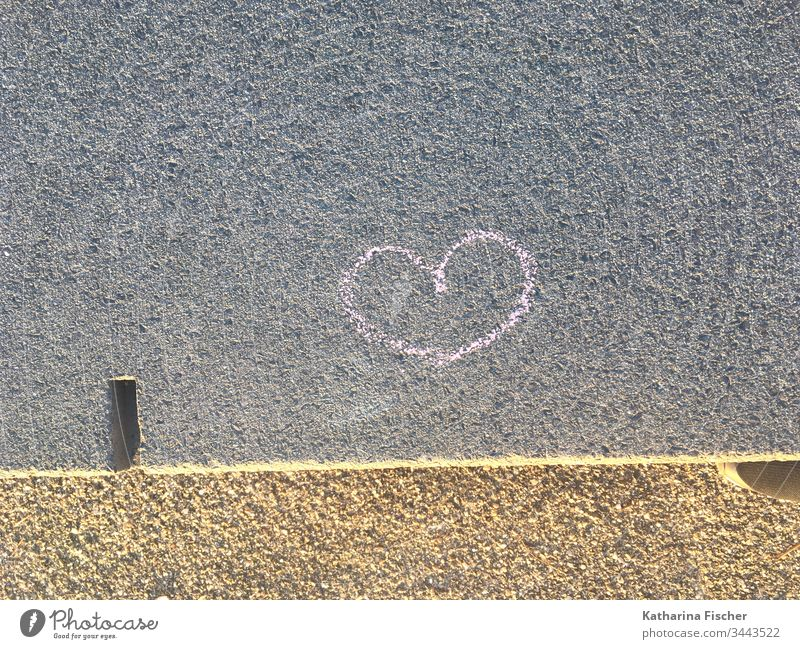 heart Sincere Heart Heart-shaped Graffiti Wall (building) Symbols and metaphors Pink Chalk drawing Colour photo Love Romance Exterior shot Deserted Red Sign