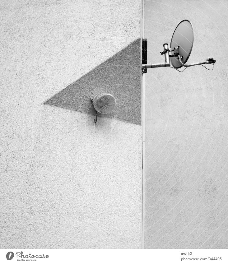 Listen & Watch Satellite dish Lamp Lighting element Corner Edge Technology House (Residential Structure) Wall (barrier) Wall (building) Facade Sharp-edged Above
