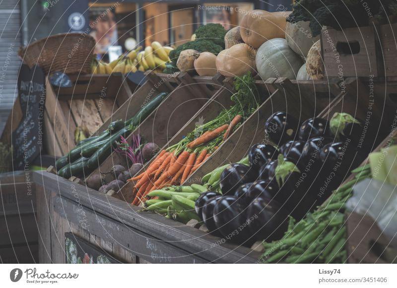 Market Fresh Markets Market stall Fruit- or Vegetable stall vitamins Vitamin-rich Aubergine carrots Zucchini Box of fruit
