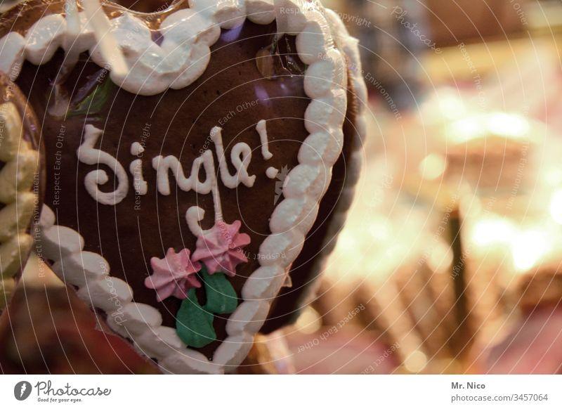 Single ! Detail Love affair Seeking a partner Icing Oktoberfest Feasts & Celebrations funfair Sweet Gingerbread heart Candy Heart-shaped Fairs & Carnivals Flirt