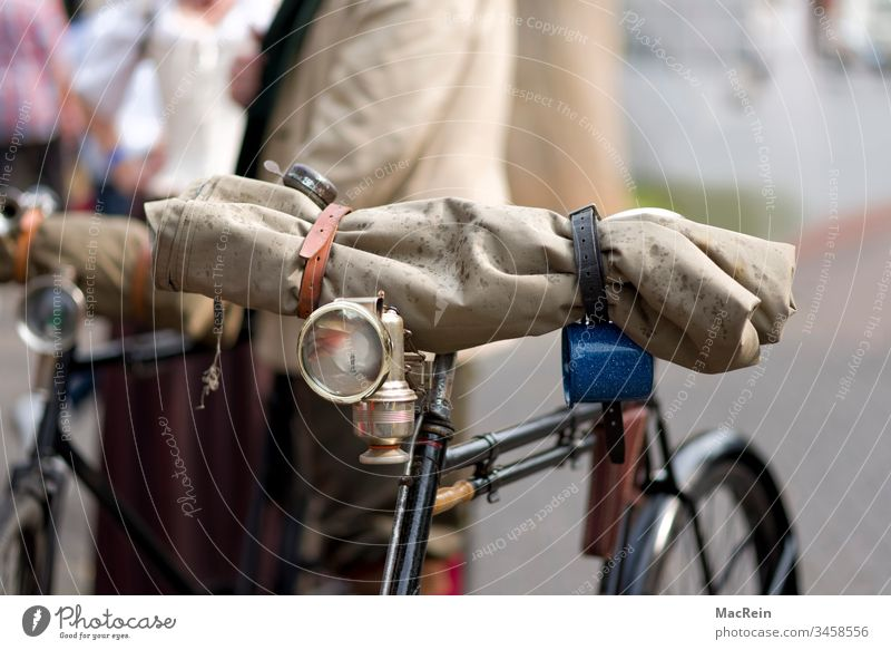 50's bicycle Old Bicycle Luggage men's bicycle man's bicycle carbide lamp Bell Lamp Air pump mobile nostalgia old Vintage car Pedals rainwear Retro Wheel Wheels