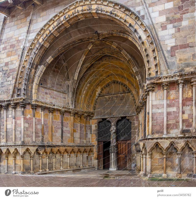 Saint-Maurices Basilica in Epinal torbogen basilika saint-maurice kirche eingang epinal vogesen frankreich architektur stadt französisch haus gebäude