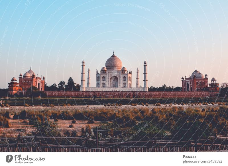 Taj Mahal India Agra Hinduism Long distance travel Travel photography Tourist Attraction Tourism Mausoleum Poverty