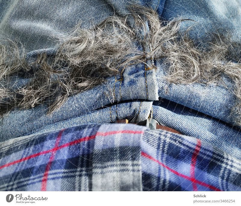 Hair is down and in the lap, corona hairdo Hair Stylist jeans Lie detail Pants Close-up Shirt Clothing Bird's-eye view Blue Gray Black Red Checkered