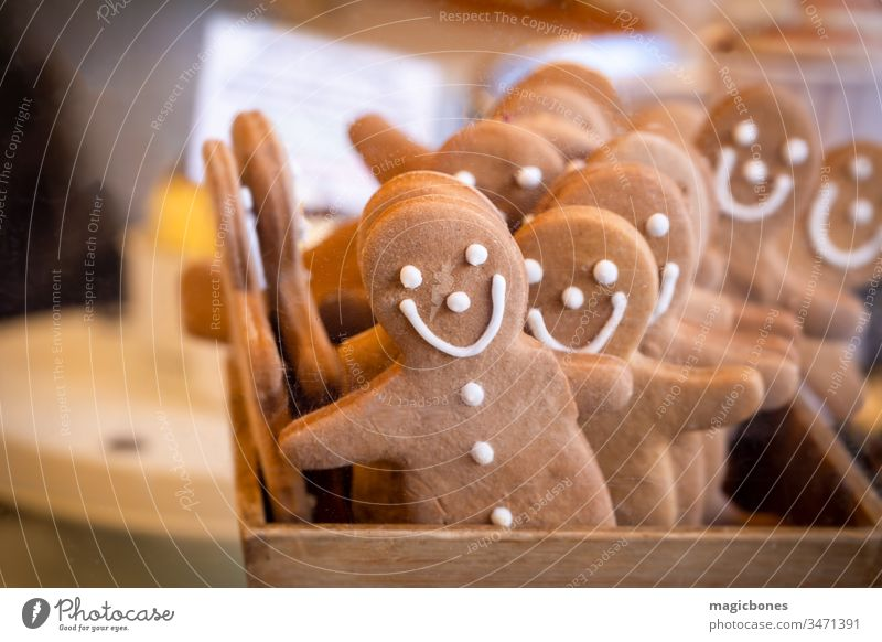 Gingerbread men in a box on a market stall arrangement background bake baked bakery baking biscuit brown cheerful close-up closeup cookie cookies decor