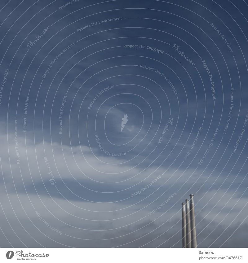 Ausgeraucht Schornstein Fabrik Produktion Himmel Gebäude rund hoch Colour photo Wolken textfreiraum blau